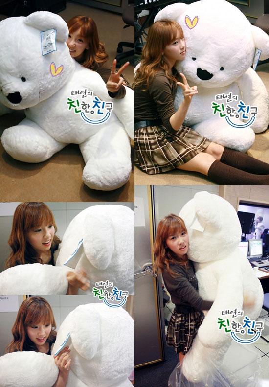 SNSD Taeyeon and her huge teddy bear