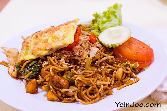 Malay fried noodle at Eden eatery, Langkawi, Malaysia