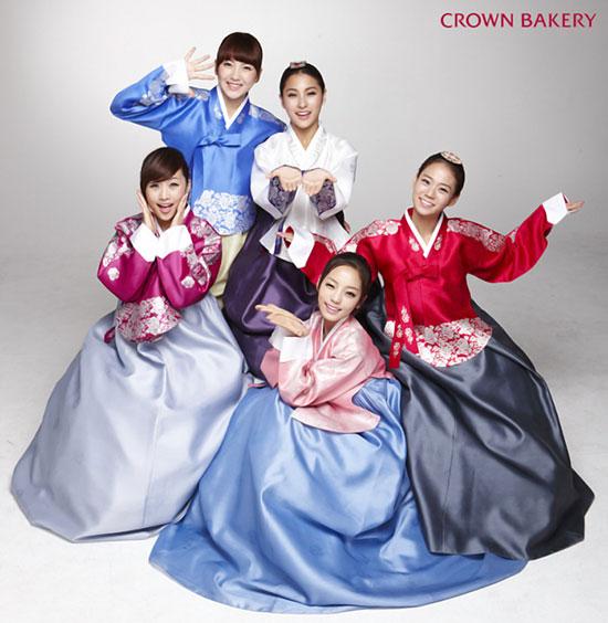 Korean girl group Kara Crown Bakery photo