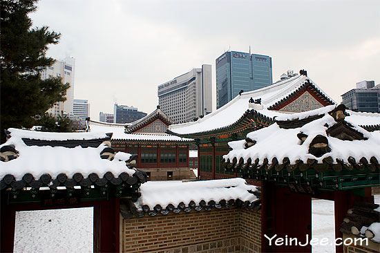 Deoksugung Palace in snow