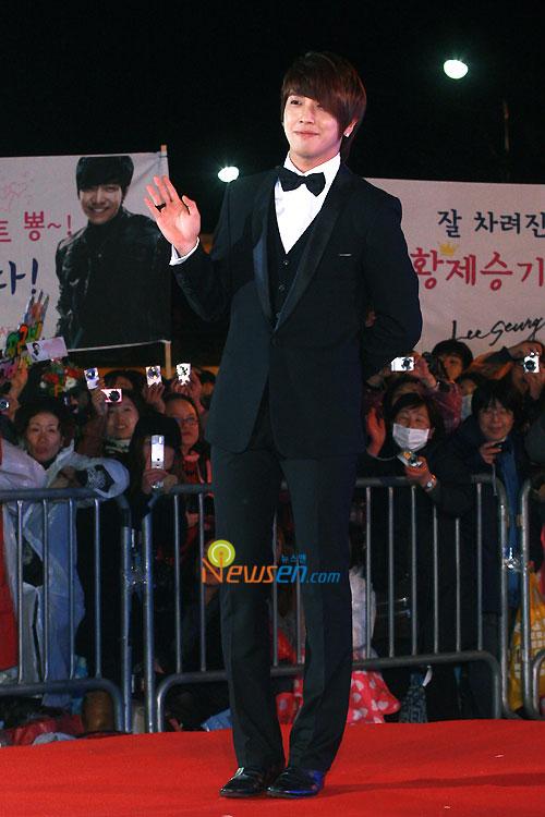Jung Yong-hwa at 2010 Baeksang Awards in Seoul