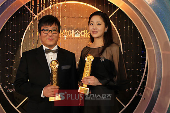 Korean director Yun Je-gyun and actress Ko Hyun-jung at 2010 Baeksang Arts Awards