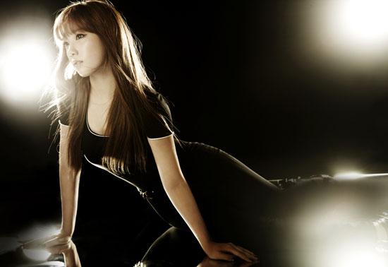 Girls Generation Taeyeon black soshi photo