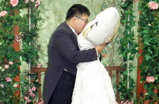 Korean guy married Dakimakura pillow