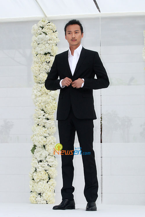 at Jang Dong-gun wedding