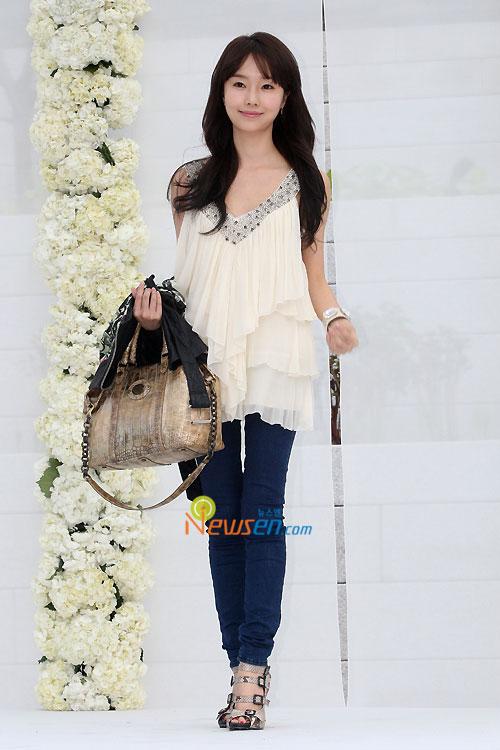 Lee Jung-hyun at Jang Dong-gun wedding