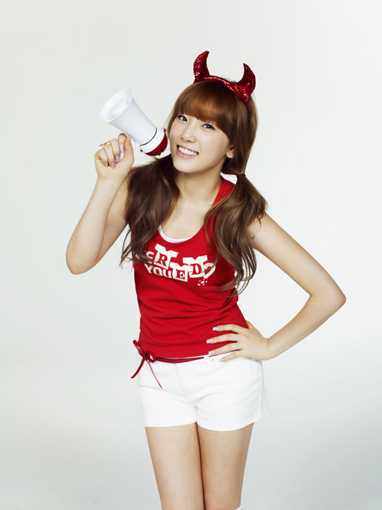 SNSD Taeyeon Red It with SPAO