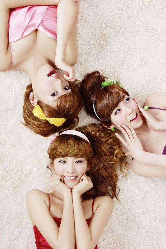 Orange Caramel Nana, Raina and Lizzy