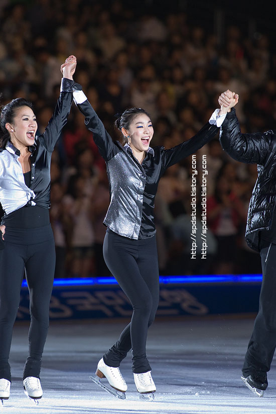 Kim Yuna and Michelle Kwan at All That Skate