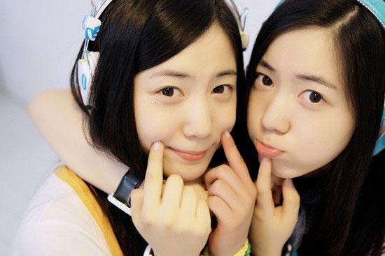 Ryu Hyoyoung and Ryu Hwayoung twins