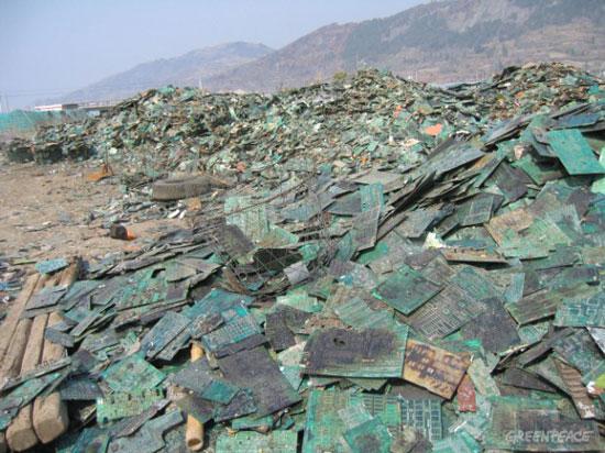 Guiyu eletronic waste town, China