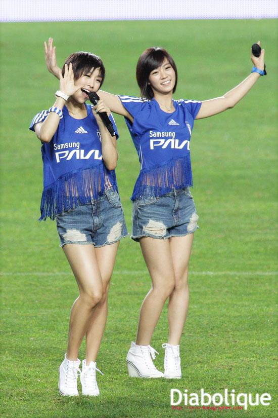 KARA Nicole and Seungyeon at Suwon football match