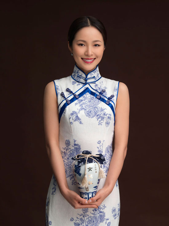 Jiang Yiyan in traditional Chinese qipao dress