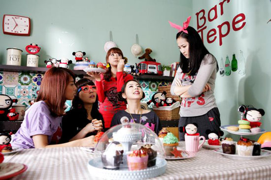 Wonder Girls and EXR loves Pucca