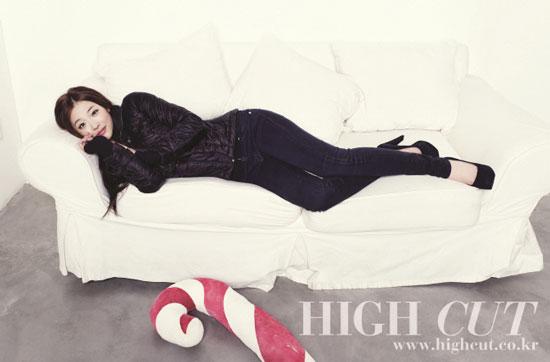 f(x) Sulli High Cut magazine in Calvin Klein jeans