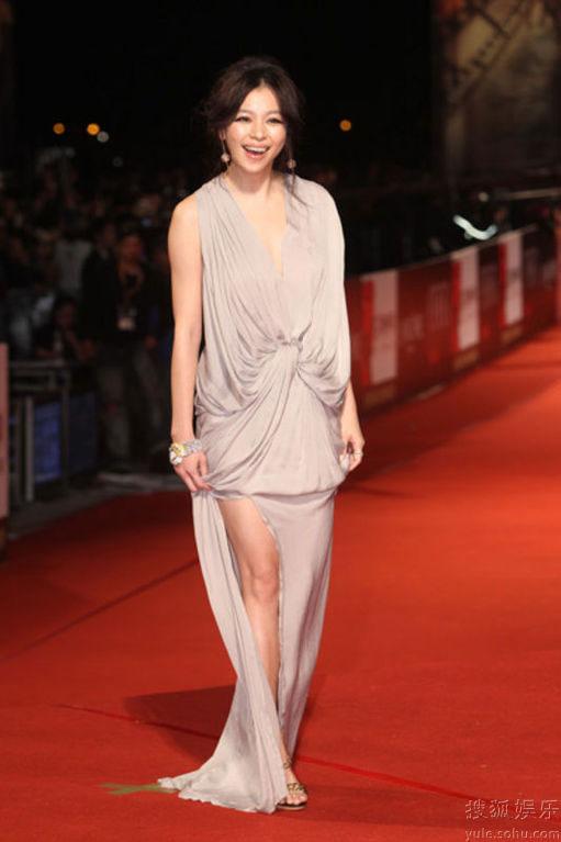 Vivian Hsu at Golden Horse Awards 2010 red carpet