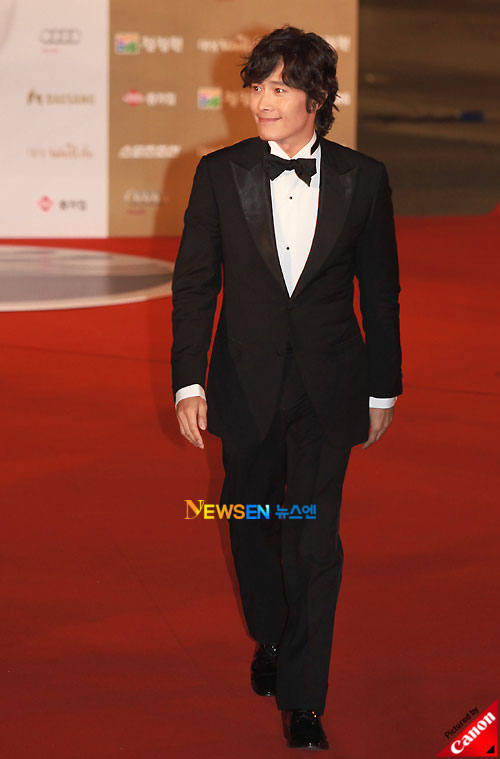 Lee Byung-hun at Blue Dragon Awards 2010