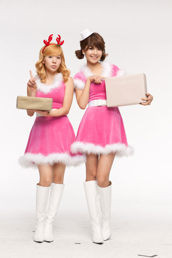 SNSD Sooyoung and Sunny Samsung China Christmas