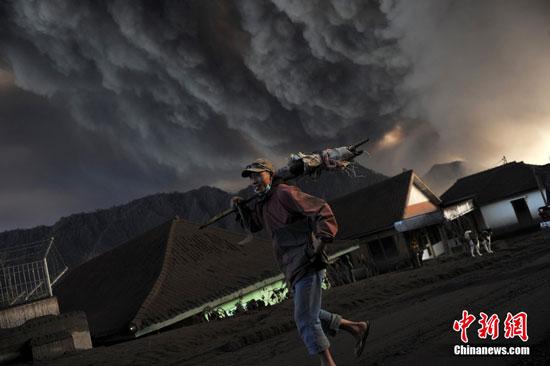Indonesia Mount Bromo volcano eruption