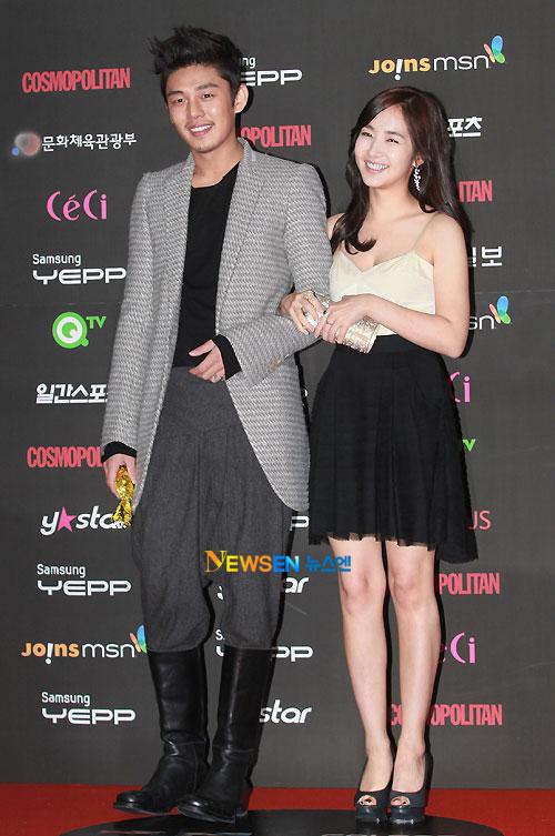 Yoo Ah-in and Park Min-young at Golden Disk Award 2010