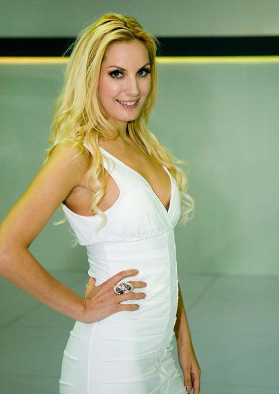 KLIMS 2010 showgirl