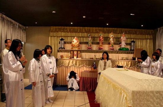 Taiwanese students underwent death ceremony to appreciate life