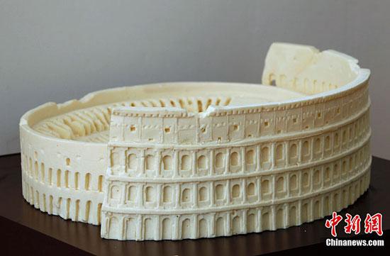 Rome Colloseum chocolate sculpture by Mirco Della Vecchia