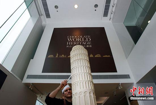 Pisa Tower chocolate sculpture by Mirco Della Vecchia