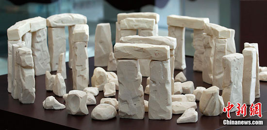 England stonehenge chocolate sculpture by Mirco Della Vecchia