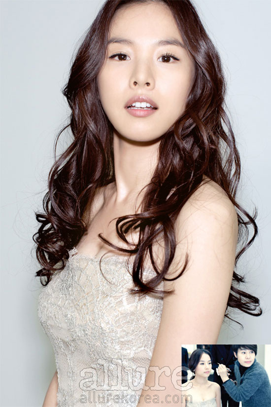 Korean actress Jo Yoon-hee Allure moment