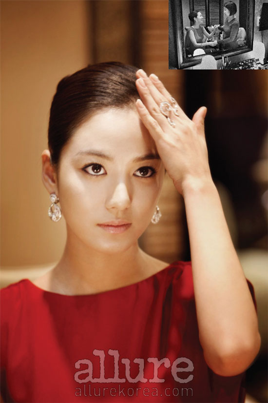 Korean actress Lee So-yeon Allure moment