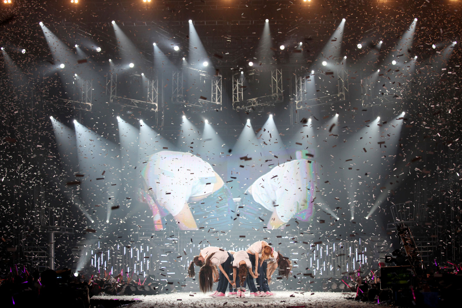 snsd-into-the-new-world-concert-9.jpg