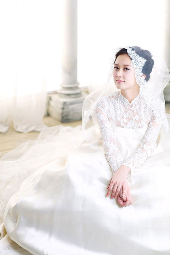 korean actress singer jang nara looking pretty in wedding dress for a