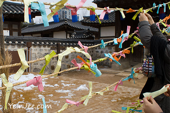Making New Year wishes at Namsangol Hanok Village