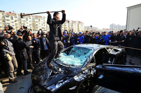 China man destroyed Lamborghini