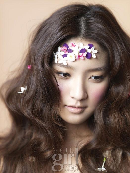 Kim So-eun Vogue Girl Pink Wings 2011