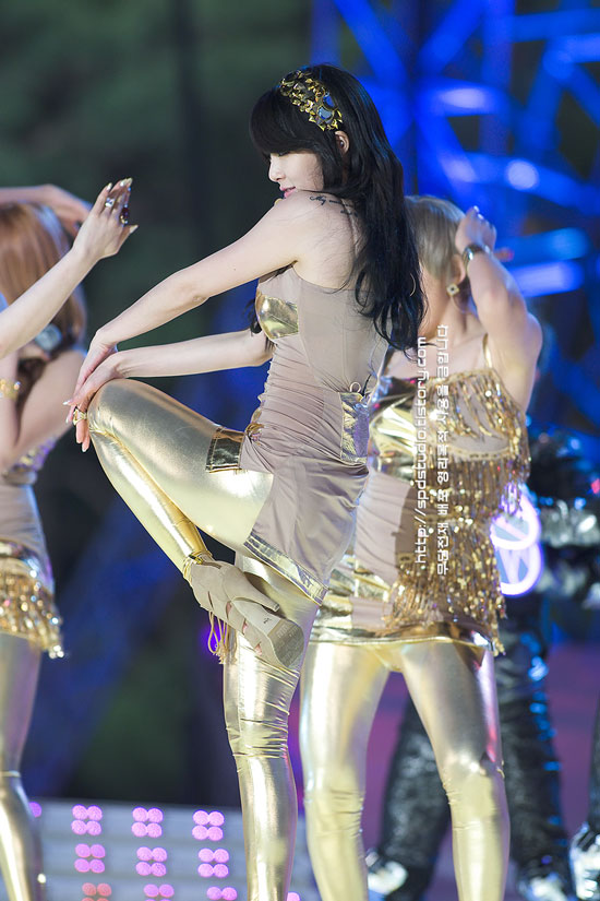 4minute Hyuna at Hope to Children concert