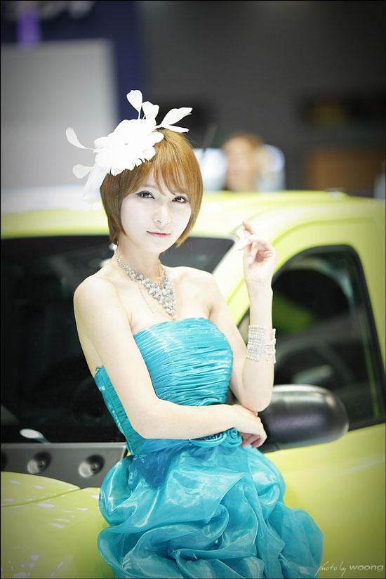 Jang Jung Eun Seoul Motor Show 2011