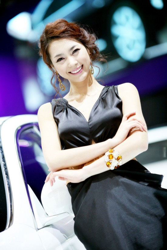 Ju Da-ha at Seoul Motor Show 2011