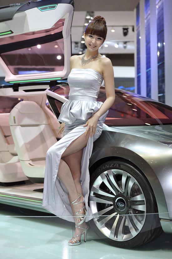 Kang Yui Seoul Motor Show 2011