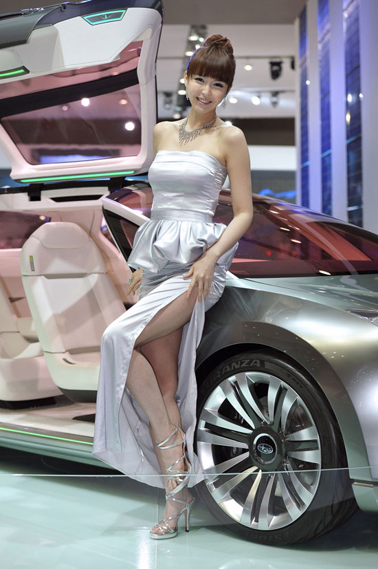 Kang Yui at Seoul Motor Show 2011