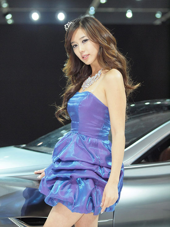 Kim Ha-yul at Seoul Motor Show 2011