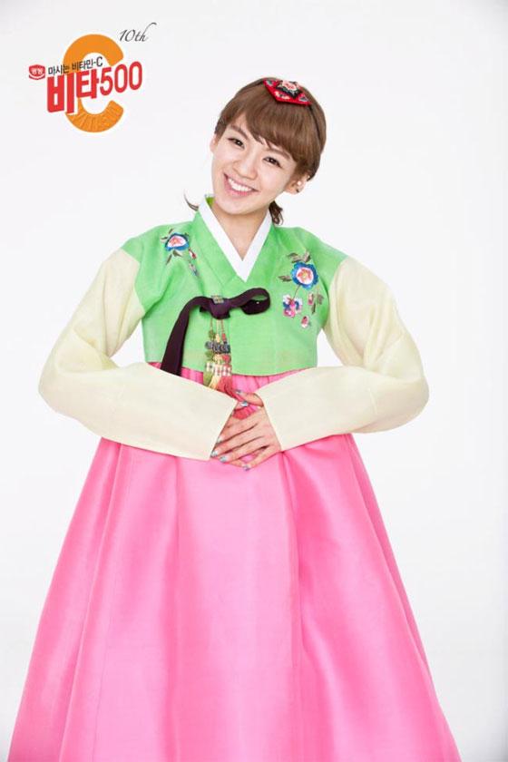SNSD Hyoyeon in Hanbok dress for Vita500
