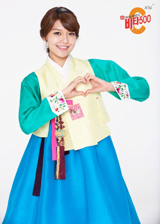 SNSD Sooyoung in Hanbok dress for Vita500