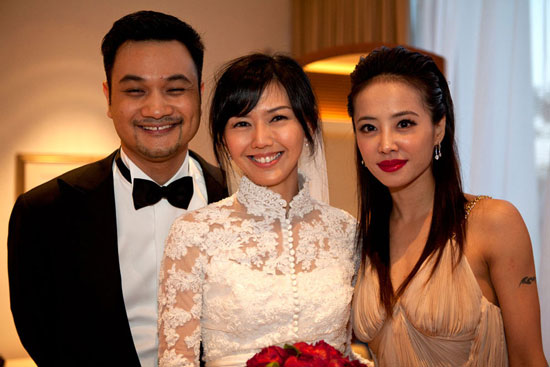 Stefanie Sun and Jolin Tsai at wedding dinner