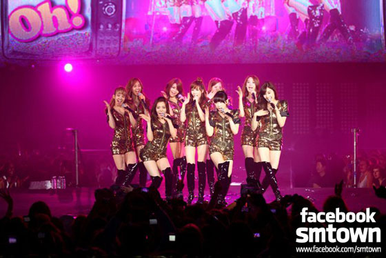 Girls Generation at SMTown Live in Paris 2011