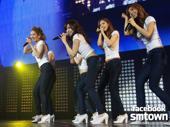 SNSD at SMTown Live in Paris 2011