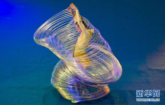 Jin Linlin hula hoop