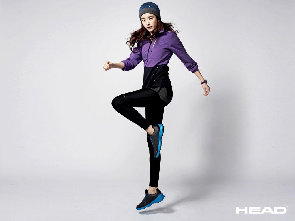 Han Hyo-joo HEAD 2011 FW Roadrunner wallpaper