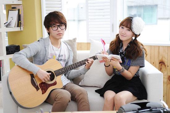 Korean pop duo Milktea